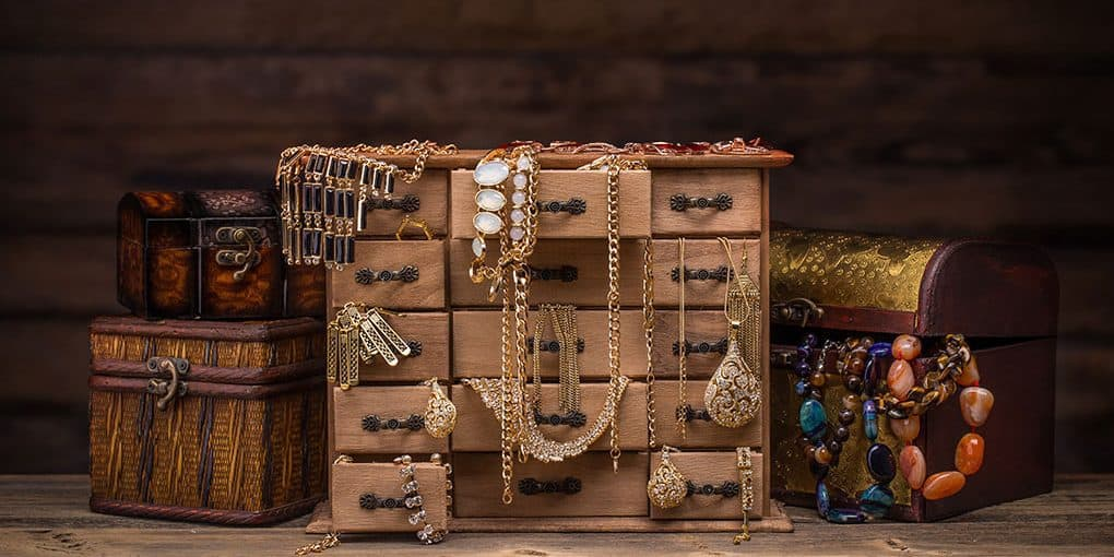 How to store jewelry at home