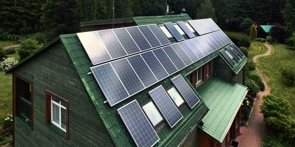 How does solar battery storage work?
